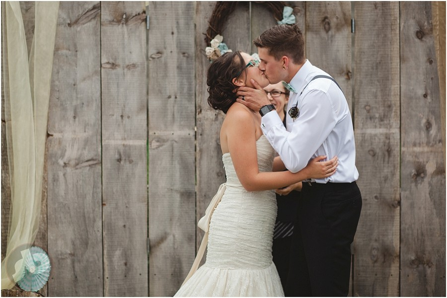 napanee wedding photographer - doghouse studios