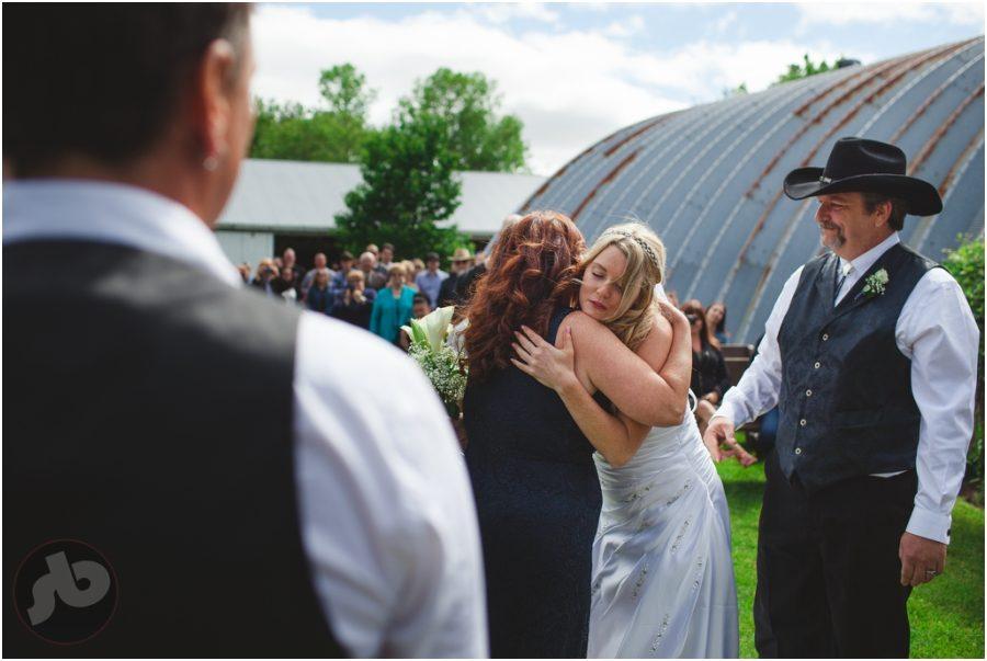 ottawa wedding photographer, farm wedding, beau's brewery wedding, kingston wedding photographer